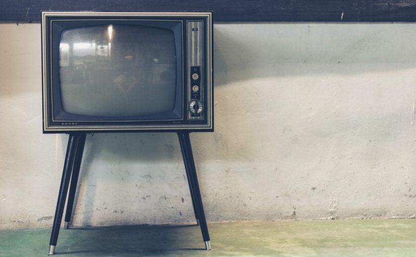 Rodzinny relaks przed telewizorem, lub niedzielne filmowe popołudnie, umila nam czas wolny ,a także pozwala się zrelaksować.